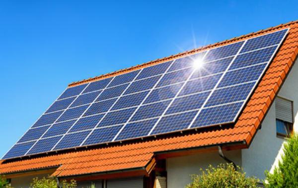 Panneaux solaire photovoltaïque sur toiture charentaise